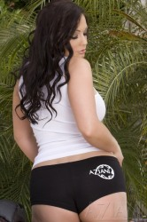 Stunning Aria Giovanni Mounts The Aziani