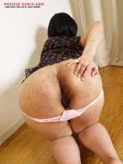 Fat ass asian girl in dark skirt