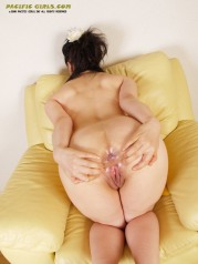 Dirty yellow panty asian girl show pussy