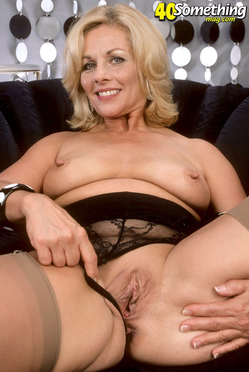 Mature saggy tits dildo