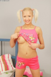 Pink panty teen show hot body