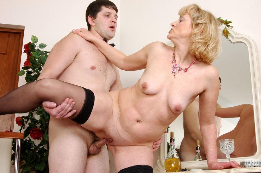 порно зрелая смалодым