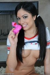 Cierra Gets Off With Her Pink Vibrator Ducky