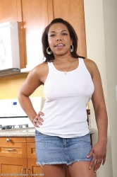 Ebony Milf Rena Quickly Peels Her Tight Clothes In The Kitch