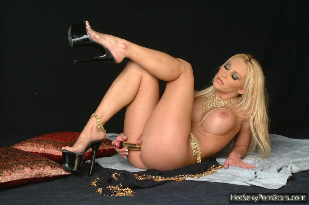 ... Off Her Giant Boobs While Sliding Gold - SexyGirlCity: free porno pics