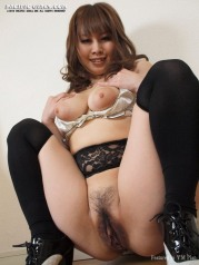 Asian fat ass woman show pink vagina