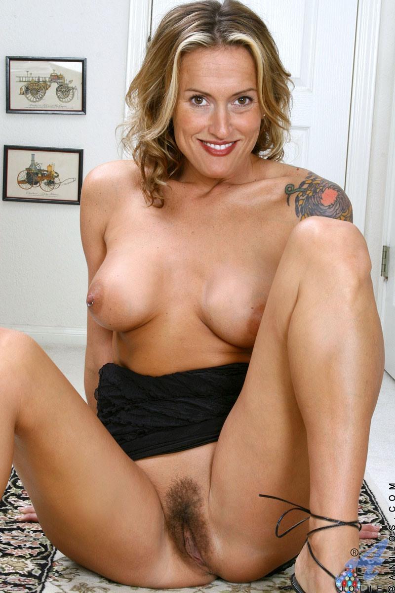 Jolie anilos milf secretary