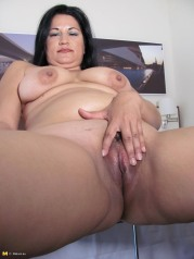 Mature Housewife Caught Doing Herself