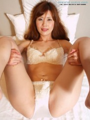 Japanese woman Showing Her Panties Upskirt